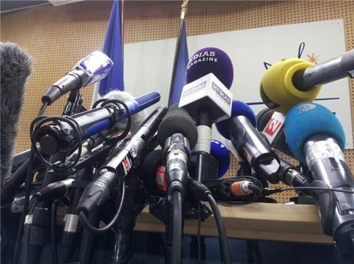 micros journalistes horde foule événement média