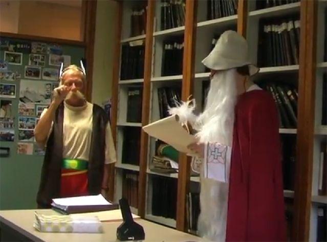 Le maire d'Estaimpuis s'est déguisé en héros gaulois pour  fêter l'arrivée d'Obélix