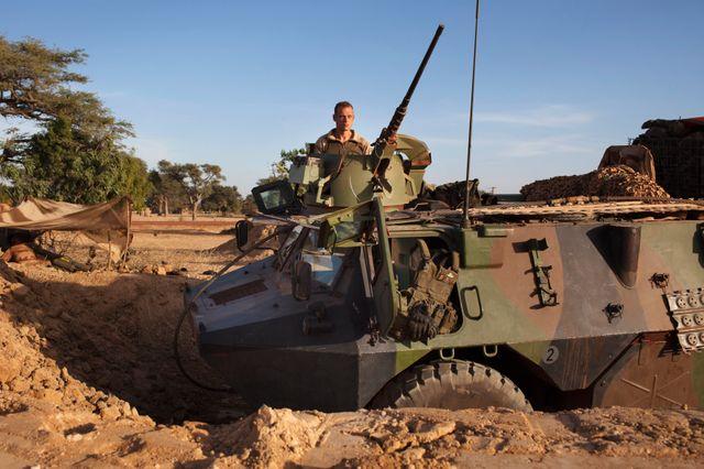 Véhicule blindé français au Mali