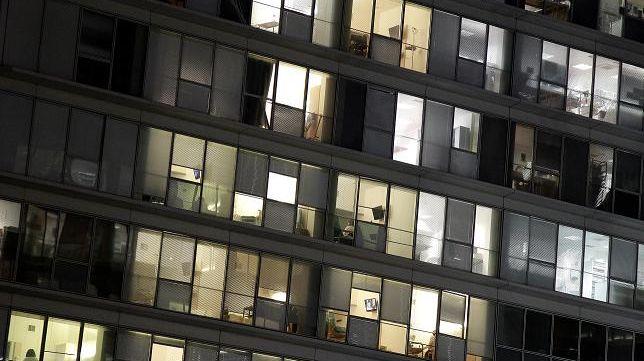 Les bureaux et les commerces vont devoir éteindre la lumière la nuit