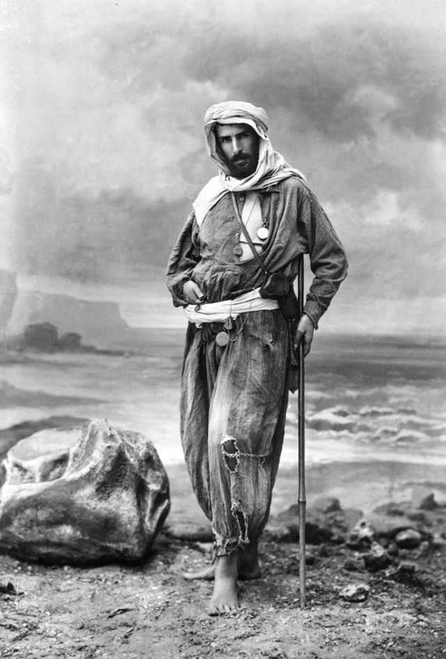 Pierre Savorgnan de Brazza en explorateur, photographié par Félix Nadar