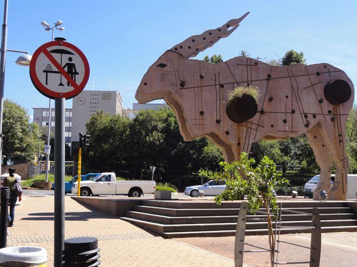 l'Eland, sculpture de Clive van der Berg dans le quartier péricentral de Braamfontein