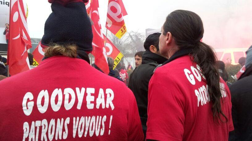 Les Goodyear manifestent devant le siège du fabricant de pneus à Rueil Malmaison