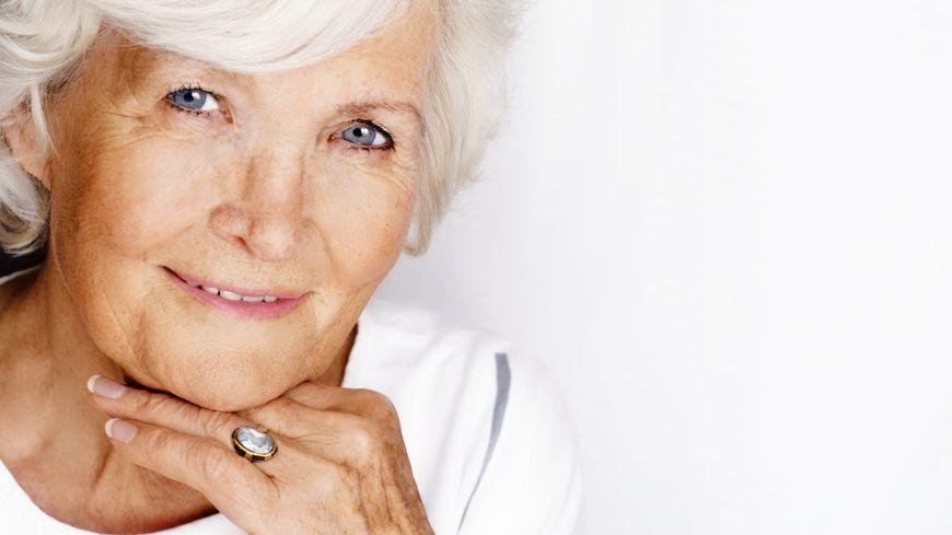 Femme âgée Senior Cheveux blancs
