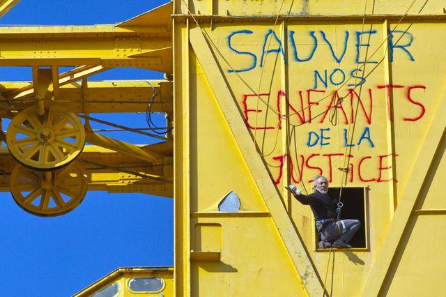 Serge Charnay reste sur sa grue à Nantes