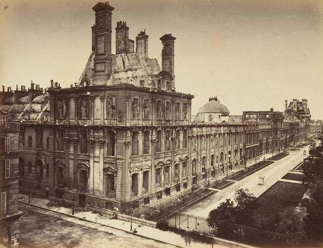 Le palais des Tuileries après l'incendie de 1871 - par Alphonse J. Liébert