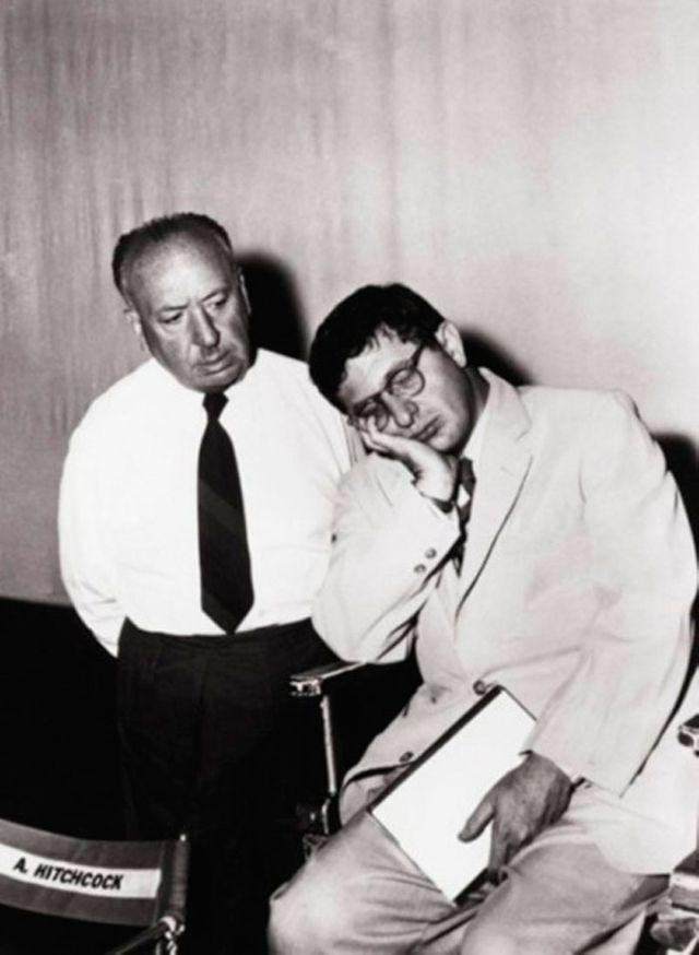 Alfred Hitchcock et Hernard Herrmann au travail sur L'homme qui en savait trop (1956)