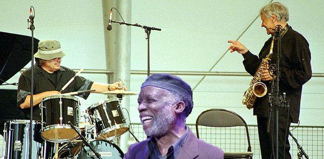 Ahmad Jamal au milieu de Bernard Lubat et de Michel Portal