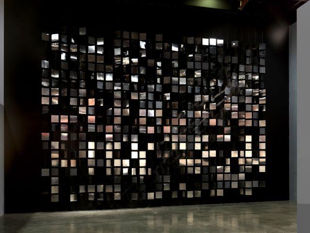 Julio Le Parc Continuel- lumière avec formes en contorsion, 1966-2012