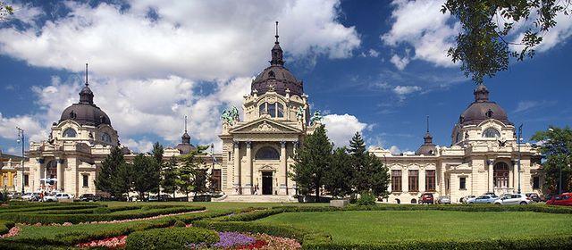 Les thermes Széchenyi à Budapest