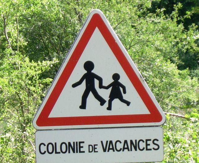 """Panneau """"Colonies de vacances"""" dans les Charente"""