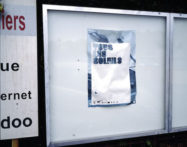 """Affiche de l'oeuvre de Claude Lévêque  """"tous les soleils"""" réalisée en 2007 pour le haut-fourneau U4 à Uckange fermé en 1991, Hay"""