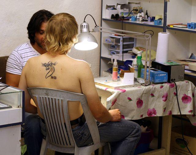 le salon de tatouage Razzouk