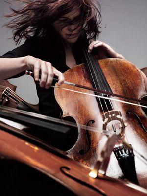 """""""Odyssée pour violoncelle et choeur imaginaire"""""""