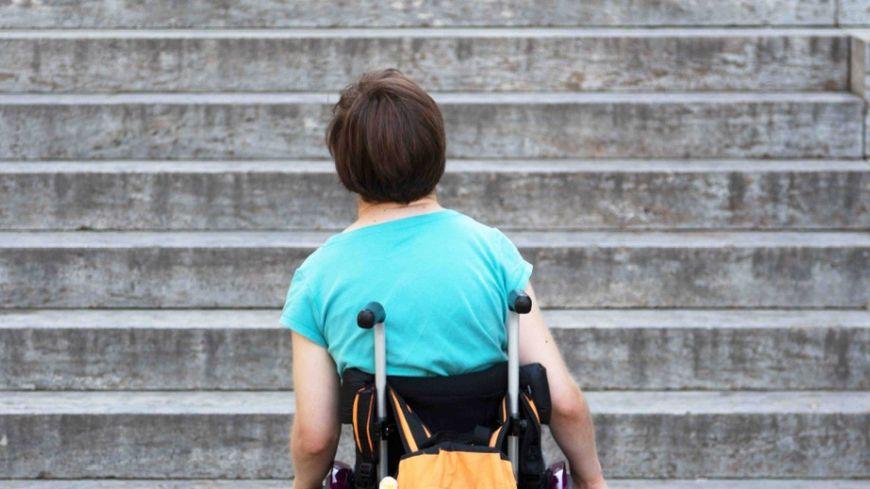 En Savoie, 6 cabinets de médecins généralistes sur 10 sont inaccessibles aux personnes en fauteuil roulant.