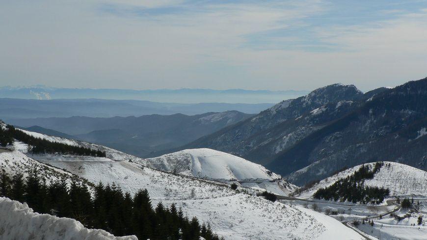 La neige au printemps à la Croix en de Bauzon en Ardèche.