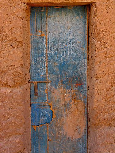 Porte de maison dans la vallée du Draa (Maroc)