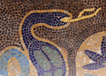 Mosaique extérieure au dessus de la terrasse du Louxor