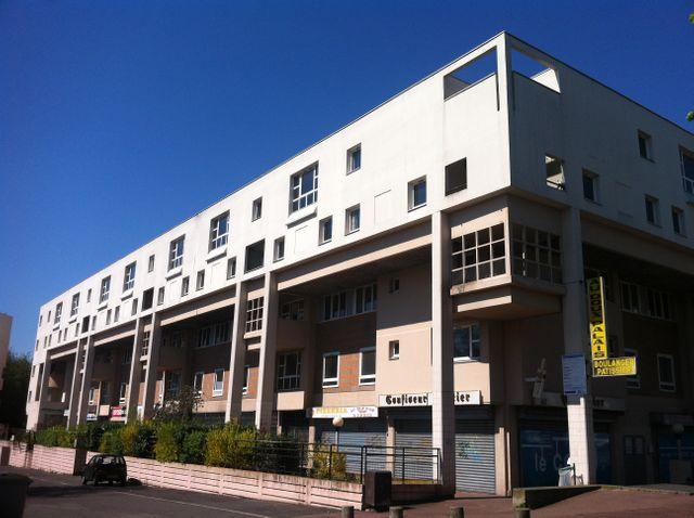 Immeuble HLM à Courcouronnes, dans l'Essonne, conçu par l'architecte Paul Chemetov