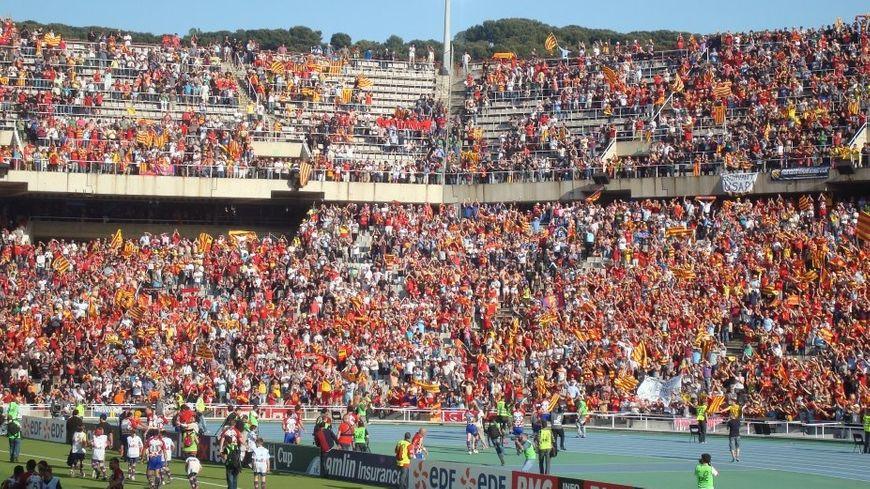 Supporters de l'USAP au stade Montjuic de Barcelone