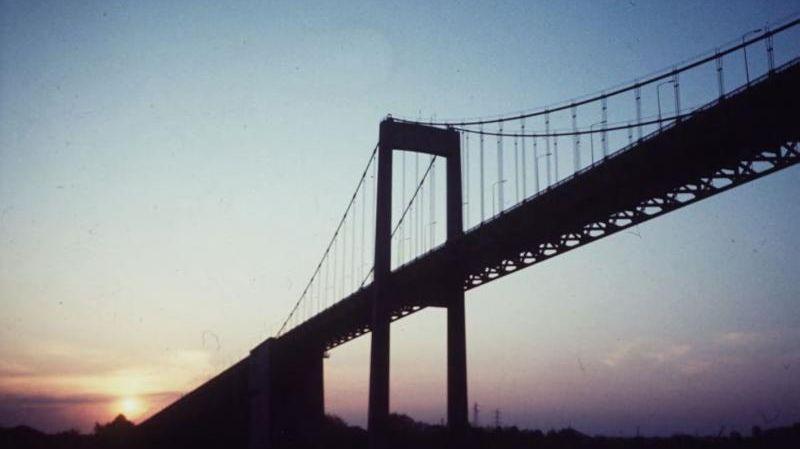 Ici, le Pont d'Aquitaine à Bordeaux