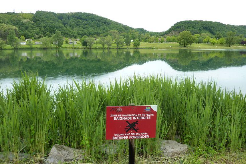 Le domaine du lac de Champos attend les visiteurs sous la pluie en nord Drôme.