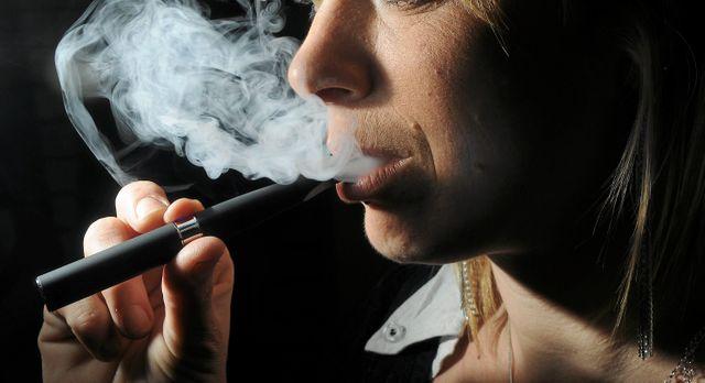 La cigarette électronique pourrait bientôt faire l'objet d'un encadrement plus strict