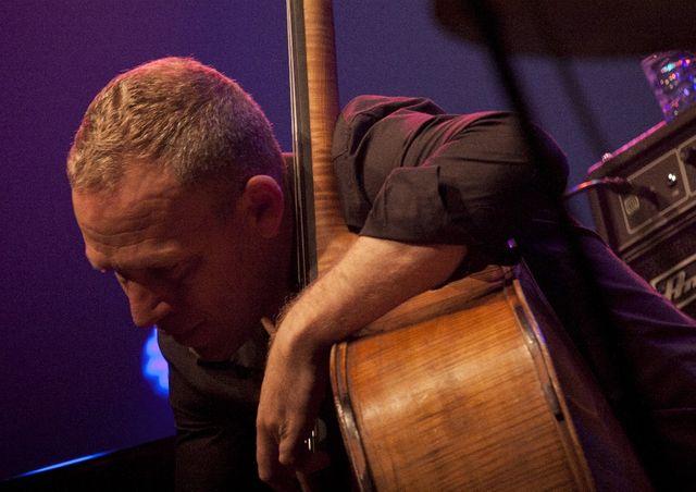 Avishai Cohen en concert à Jazz sous les Pommiers