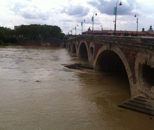 la Garonne le 31 mai au pont neuf à Toulouse