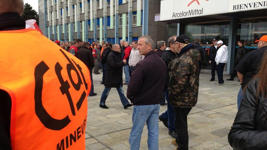 Manifestation de salariés d'ArcelorMittal Florange devant les Grands Bureaux, le 29 mai 2013.