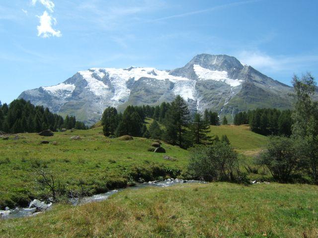 Le hameau du Monal à Sainte-Foy-Tarentaise en Haute-Tarentaise, dans le parc de la Vanoise, en Savoie