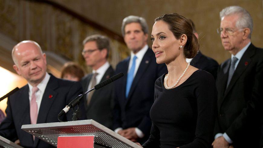 Angelina Jolie en conférence, le 11 avril 2013