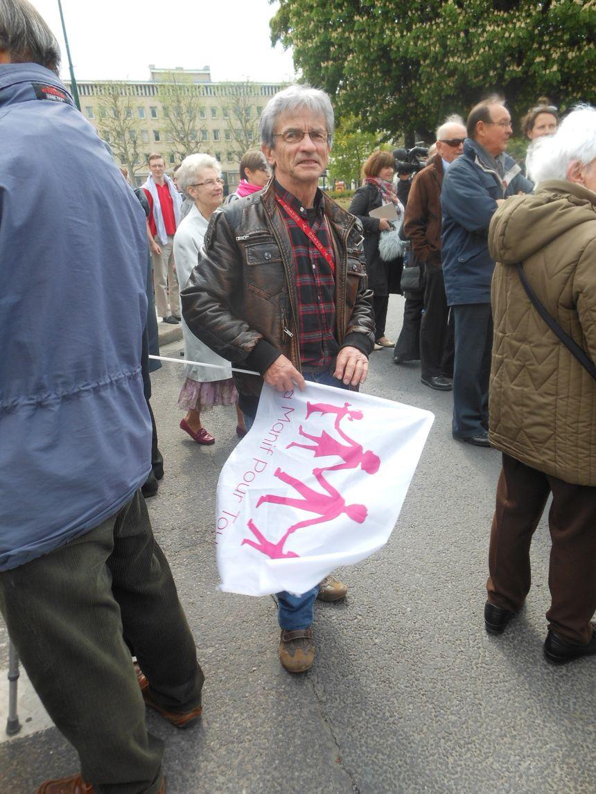 Visite Hollande à Caen - un opposant anti mariage gay