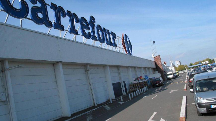 Centre commercial Carrefour de la Côte de Nacre à Caen