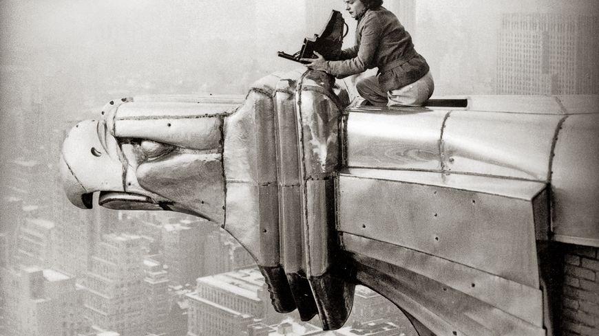 Margaret Bourke-White travaillant en haut du Chrysler Building, New York, 1935