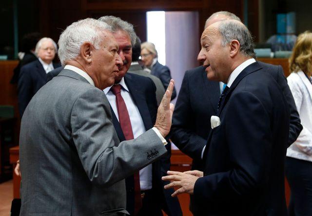 Laurent Fabius, ministre des Affaires Étrangères, en discussion avec son homologue espagnol