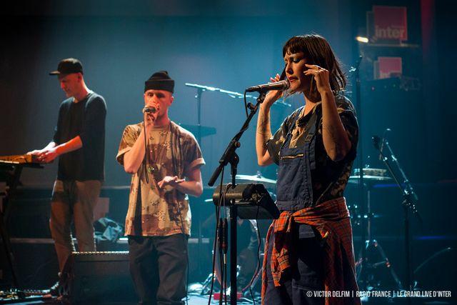 Cocorosie avec : Sierra Casady : Chant – Harpe/Bianca Casady : Chant  /Tez :  Beat box/Tak : Clavier – Sampleur /Josh : basse