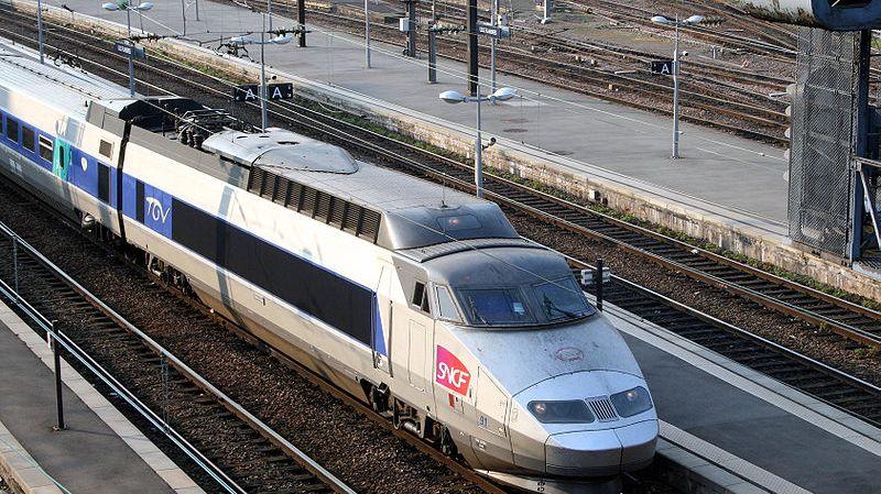 Elle fait arrêter le TGV parce qu'elle s'est trompée de train