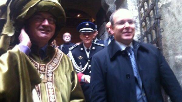 Le prince Albert II de Monaco et Hervé Mariton costumé