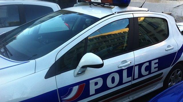 Une voiture de police - image d'illustration.