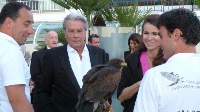 Le fauconnier de la Drôme, Alain Delon et A. Filippetti à Cannes.
