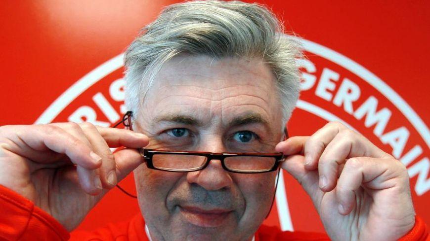 Carlo Ancelotti, entraîneur sur le départ du PSG