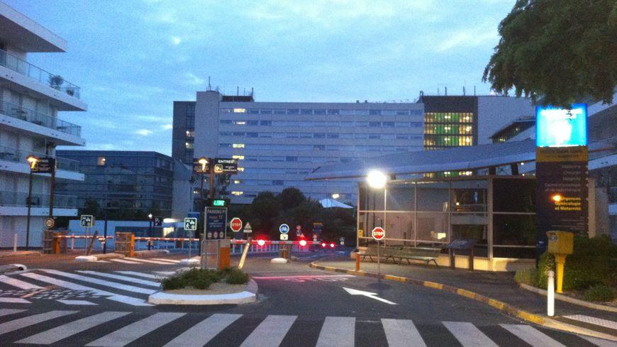 Entrée de l'hôpital de La Rochelle
