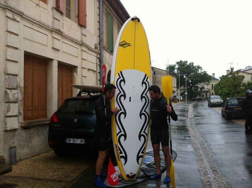 Franck et Karl sont venus tout équipés pour tester le Mascaret, ils repartent trempés sans être allés dans l'eau