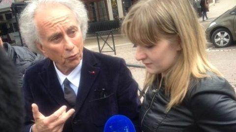 Cécile Bourgeon et son avocat Gilles-Jean Portejoie, devant le palais de justice de Clermont-Ferrand le 16 mai 2013.