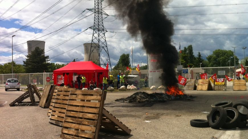 Le service sécurité d'Areva en grève sur le site nucléaire du Tricastin