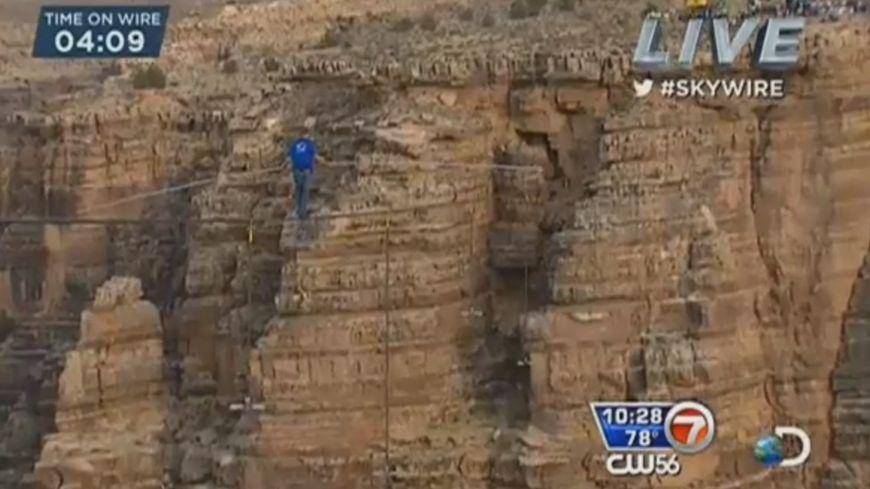 L'homme a passé 23 minutes à 450 mètres de hauteur