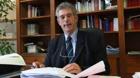 Jean-Michel Colo, le maire d'Arcangues, a interdit à deux conseillères municipales de marier le couple.