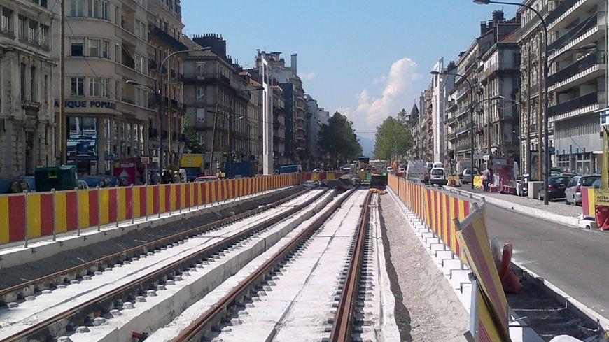 Les travaux du tram E cours Jean-Jaurès à Grenoble