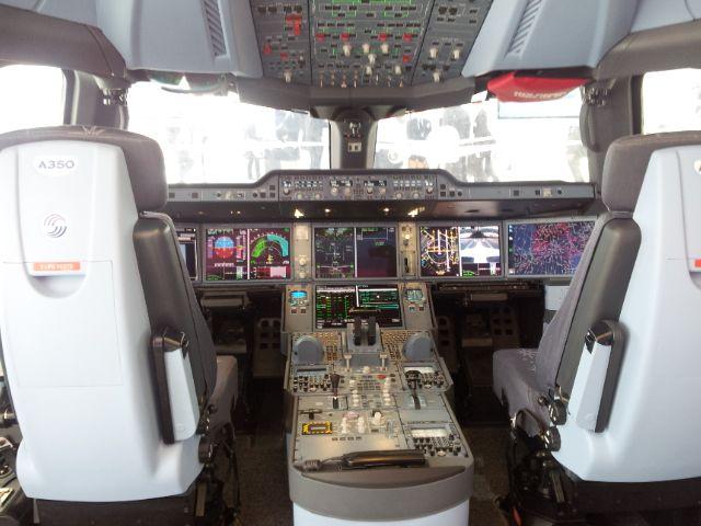 Le cockpit de l'A350. Au Bourget
